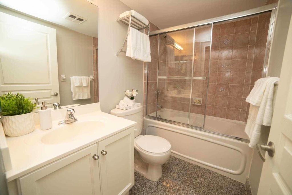 313 Richmond - Bathroom